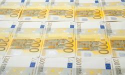 ECB umožnila Grékom čerpať peniaze cez ELA úvery.