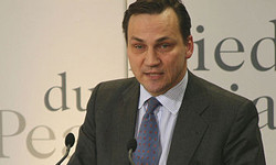 Eurokomisár Radek Sikorski klamal onevýhodách EÚ