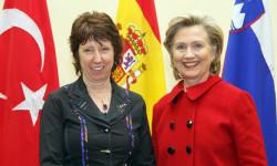 Úrad Catherine Ashton mrhá peniazmi