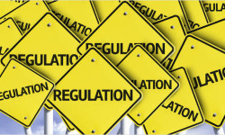 Európska únia prijíma viac regulácií, ako Británia stíha rušiť