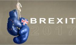 """Britskí euroskeptici majú """"zdvihnúť zadky"""" a bojovať za opustenie EÚ"""